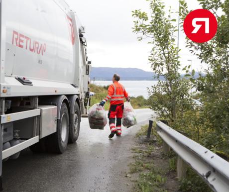 Retura-sjåfør henter blanke sekker med ekstra avfall