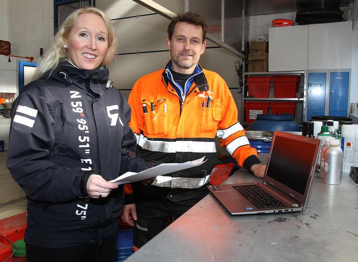 Anne-Line Tverbakk, salgssjef i Retura Iris, her sammen med Halvar Olsen i Iris Produksjon