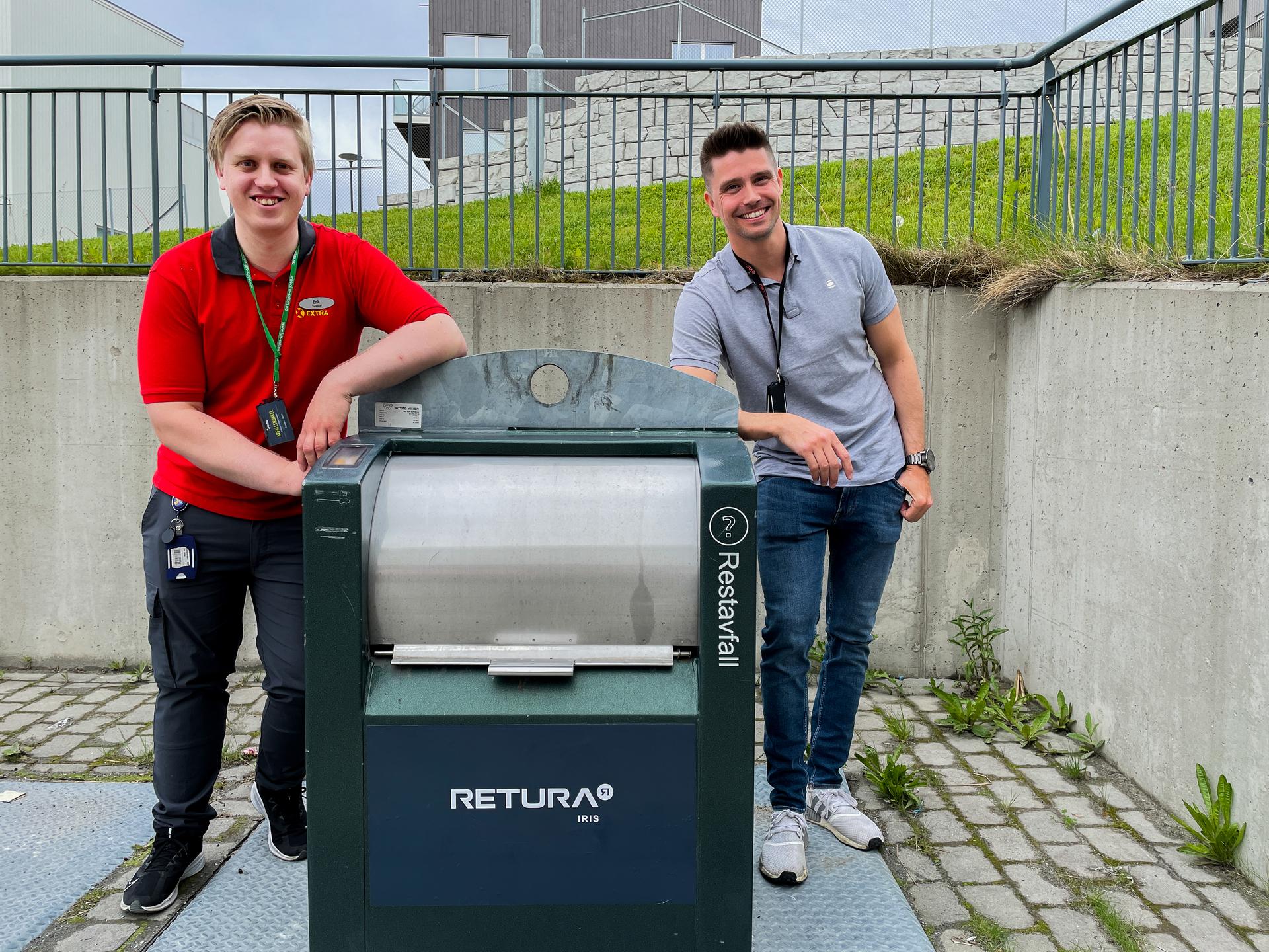 To menn ved avfallsløsning