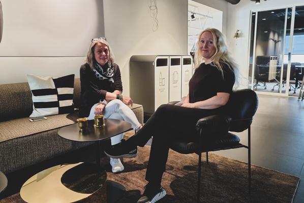 To kvinner i sofasone