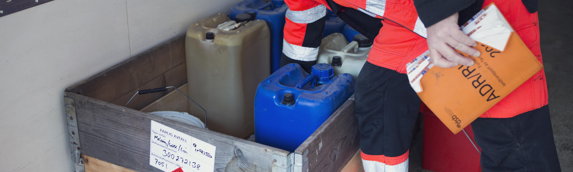 Illsutrasjonsbilde beholdere farlig avfall